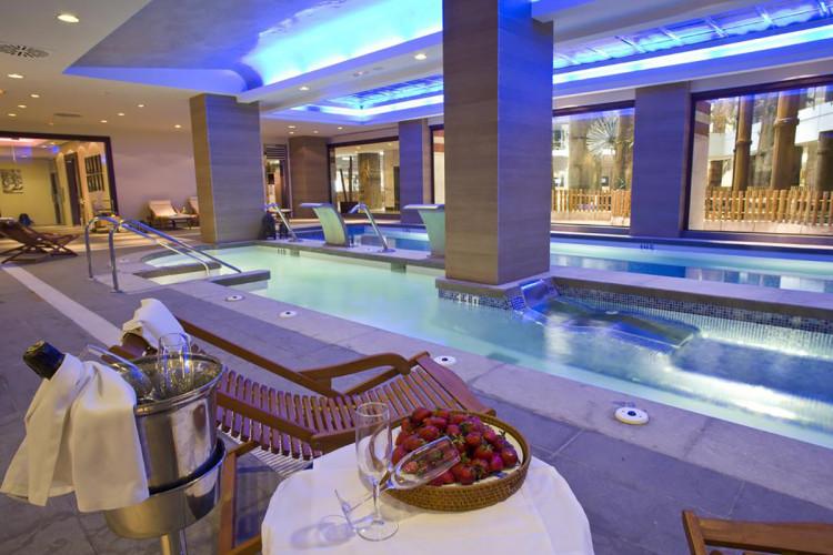 hotel-holiday-polynesia-benalmadena-malaga